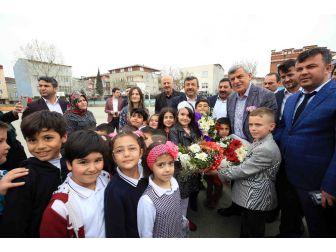 Başkan Karaosmanoğlu, Darıca Nene Hatun İlkokulunu Ziyaret Etti
