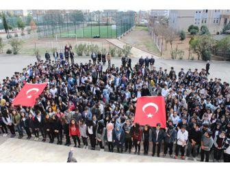 Öğrenci Ve Öğretmenler Çanakkale Marşı'nı Okudu