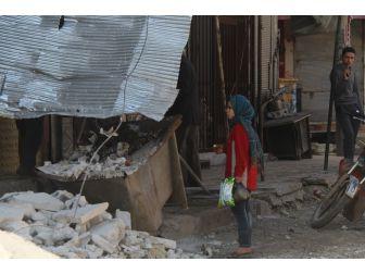 Suriye Rejim Uçakları İdlib'i Bombaladı, Bir Kişi Öldü