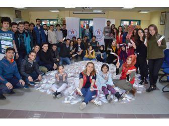 İhtiyaç Sahibi Öğrenciler İçin Kırtasiye Malzemeleri Topladılar