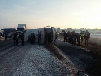 Niğde'de Otobüs Devrildi: 12 Yaralı