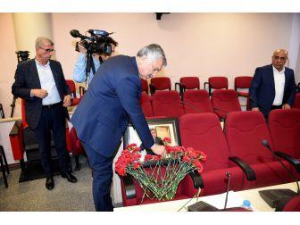 Seyhan Belediye Meclisi'nde Mehmet Adıgüzel Anıldı