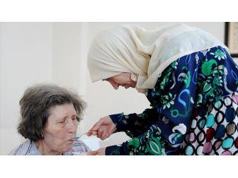 Yaşlı Bakımı Yeni Kuruluşlarla Desteklenecek