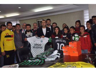 Şırnak Belediyesinden Sporculara Malzeme Yardımı
