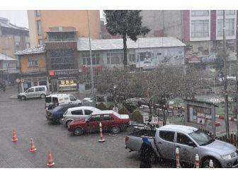 Dursunbey'de Kar Yağışı Etkili Oluyor