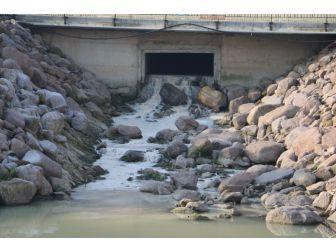 Dere Suyuna Karışan Atıksu Tehlike Saçıyor