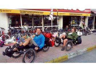 Yatay Bisikletleri İle Yata Yata Dünya Yolculuğunda Söke'ye Vardılar
