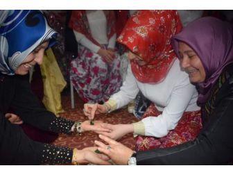 Protokol Eşlerinin Ellerine Kına Yakıldı