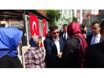 Bakan Kaya'dan Şehit Ailelerine Ziyaret