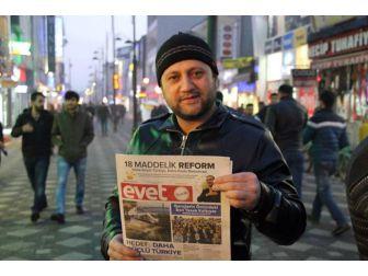 """Ağrılı Ak Gençler """"Evet"""" Gazetesi Dağıttı"""