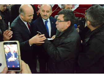 Bakan Müezzinoğlu, Sigara Paketine El Koydu