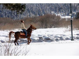 Abant'ta Kar Görüntüsü Tatilcileri Büyüledi