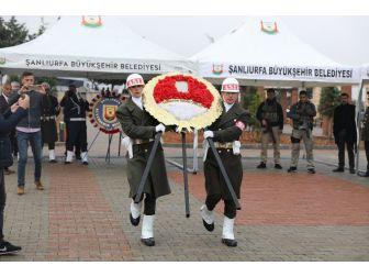 Şanlıurfa'da Şehitlik Anıtına Çelenk Bırakıldı