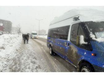 Yüksekova'da Kar Esareti Geri Döndü