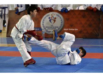 Okullararası Gençler Karate Müsabakaları Gümüşhane'de Başladı