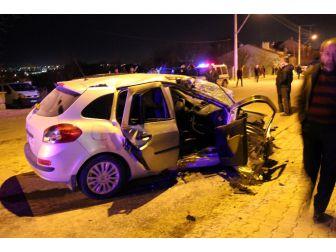 Kütahya'da Otomobil Elektrik Direğine Çarptı: 1 Ölü 2 Yaralı