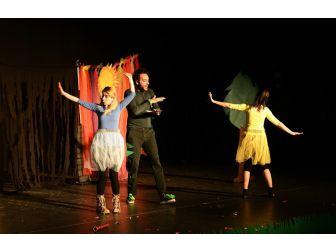 Maltepe Belediyesinden Çocuklara İngilizce Tiyatro Oyunu