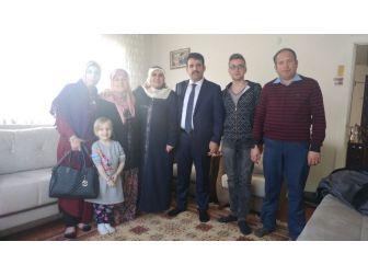 Çakır Eşi İle Birlikte Şehit Ailelerini Ziyaret Etti
