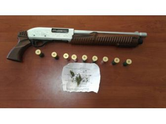 Şüpheli Araçtan Silah Ve Uyuşturucu Çıktı