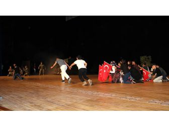 '15 Temmuz Engelsiz Kahramanlar Tiyatrosu' Sahnelendi