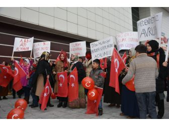 Kadınlar'dan Tatvan'da Hollanda protestosu