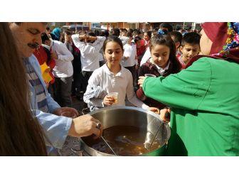 Çanakkale Programı Sonrasında Öğrencilere Üzüm Hoşafı Ve Ekmek Dağıtıldı