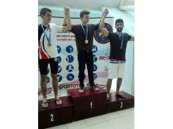 İşitme Engelli Yüzücü 4 Dalda Ödül Aldı