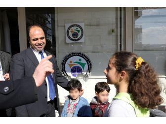 Yardım Yapılan Suriyeli Çocuk, İstiklal Marşı'nı Ezbere Okuyarak Teşekkür Etti
