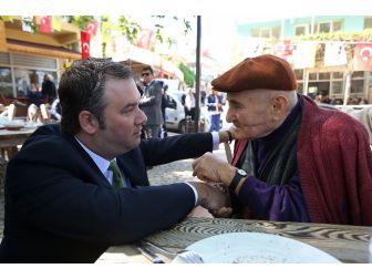 Buca Belediyesinden 65 Yaş Üstü Vatandaşlara 'Çay' Jesti