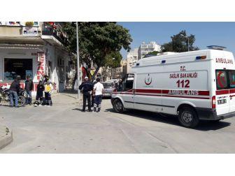Ambulans Çarptığı Sürücüye Müdahale Etti