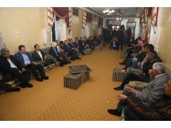 Başkan Ekinci Mahalle Muhtarıyla Ve Vatandaşlarla Bir Araya Geldi