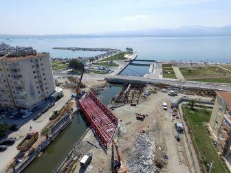 Tramvay İçin 150 Tonluk Çelik Köprü Kuruldu
