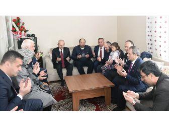 Kılıçdaroğlu, Çarşamba İlçesinde Şehit Ailesini Ziyaret Etti