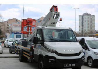 Melikgazi Belediyesine 2 Seyyar Tamir Aracı İle 1 Ağaç Budama Aracı Alındı