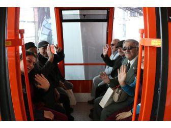 Yaşlılar Antalya'yı Tünektepe'den Seyretti