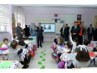 Okuma Yazmayı Öğrendiler, Vali Çelik'i Sınıflarına Davet Ettiler