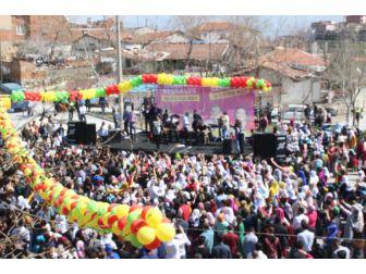 Denizli'de Nevruz Halaylar Ve Şarkılar Eşliğinde Kutlandı
