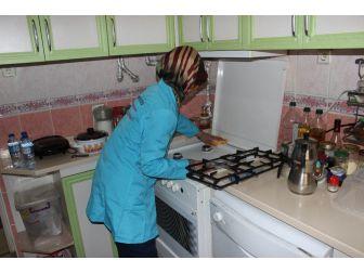 Çankırı Belediyesi Yaşlı Vatandaşların Evini Temizledi