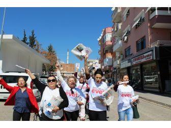 Ak Kadınlar Didim Sokaklarında 'Evet' Çağrısı Yaptı