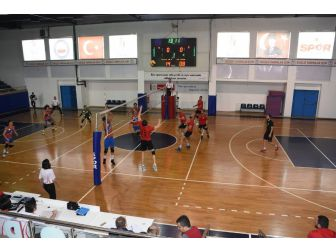 Düzce Belediyespor Voleybol Takımı İyi Başladı