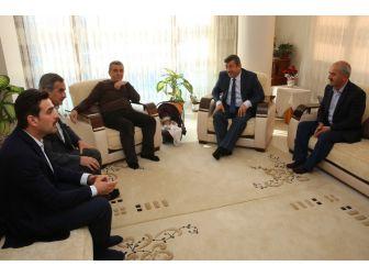 Başkan Karabacak, Çocuklarına Ömer Halis İsmini Veren Aileyi Ziyaret Etti