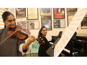 Müzisyen İkizler Yarışmaya Katılmak İçin Destek Bekliyor