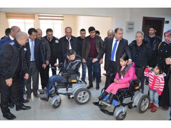 Sağlık Çalışanlarından Engellilere Akülü Sandalye