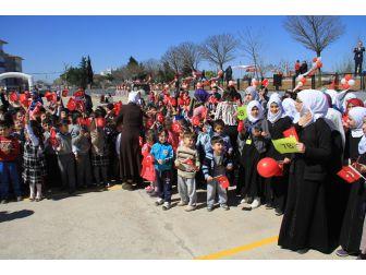 Mülteci Çocuklar Barışın Sembolü Zeytin Fidanlarını Toprakla Buluşturdu