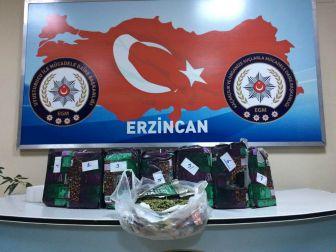 Erzincan'da Detektör Köpeği 'Maço' 7 Kilo Eroin Yakaladı