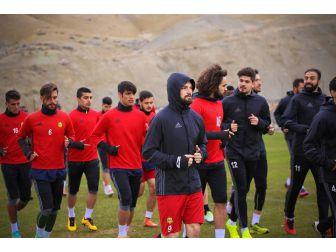 Evkur Yeni Malatyaspor Topbaşı Yapıyor