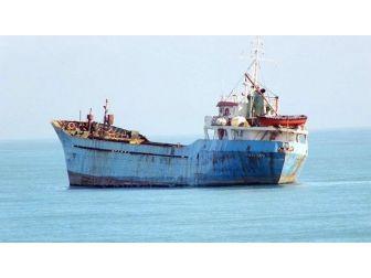 Karasu Sahilinde Demir Atan Geminin Sırrı Ortaya Çıktı
