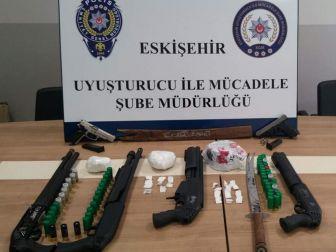 Eskişehir Polisinin 11 Adrese Eş Zamanlı Uyuşturucu Operasyonu