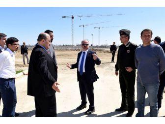 Vali Çakacak, Çukurova Bölgesel Havalimanı İnşaat Sahasında İncelemelerde Bulundu