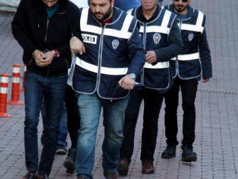 Öğrencilerden 'Şarjım Bitti' Bahanesiyle Telefon Gasp Eden 5 Kişi Yakalandı